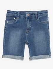 Short de denim retroussé